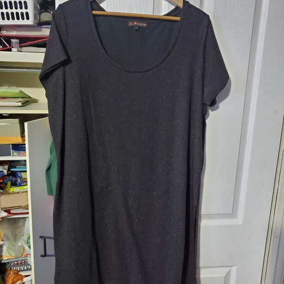 Tops - EUC Love and Legend tunic top